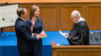Amy Coney Barrett : la gauche s'arrache les cheveux <img class='plus-nav-icon-menu icon-img' src='https://lincorrect.org/wp-content/uploads/2020/07/logo-article-small.png' style='height:20px;'>