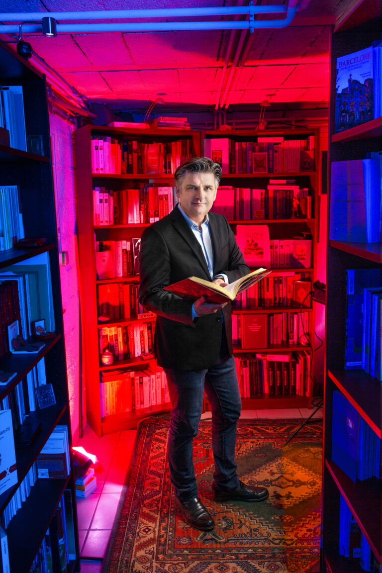 Christophe Dickès : en eaux profondes <img class='plus-nav-icon-menu icon-img' src='https://lincorrect.org/wp-content/uploads/2020/07/logo-article-small.png' style='height:20px;'>